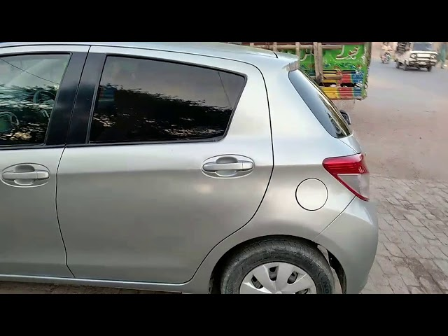 Toyota Vitz B 1.0 2011 for Sale in Bahawalpur