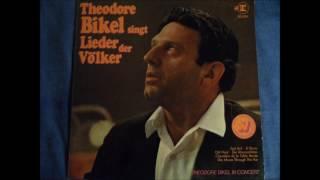 Theodore Bikel - Chevaliers de la Table Ronde (French Song)