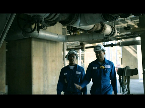 Life at Shell: Working at a refinery (1:59)