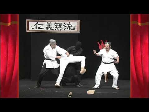 Trùm karate đây rồi