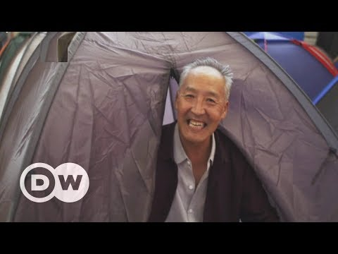 Chinese university pitches tents for parents of enrollees | DW English