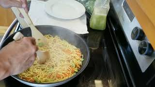 Shrimp and Vegetables Stir-Fry noodles in White Sauce