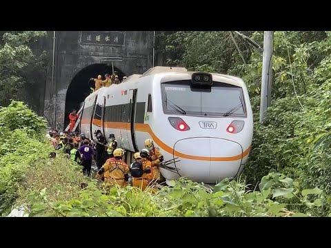 Εικόνες καταστροφής μετά το σιδηροδρομικό δυστύχημα στην Ταϊβάν – Βίντεο no comment…