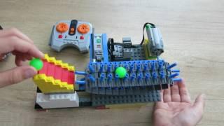 Автоматический ленточный транспортер из деталей Лего.