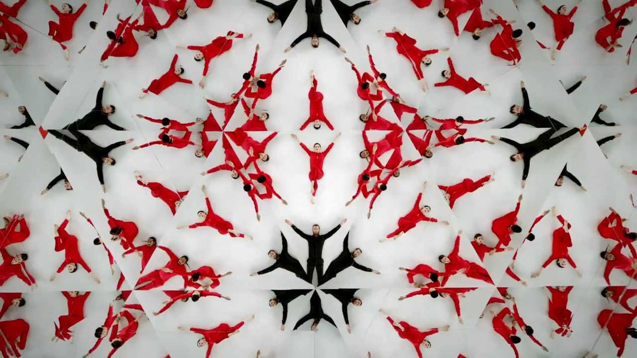 Faking A Giant Dance Troupe Is Easy With A 18-Metre Kaleidoscope