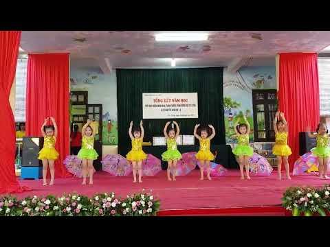 """Tiết mục văn nghệ: """"Mưa hè"""" của các bé lớp 4 B1 biểu diễn trong lễ bế giảng năm học 2017 - 2018"""