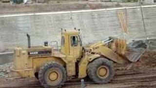 CAT 988B loader moving large rocks