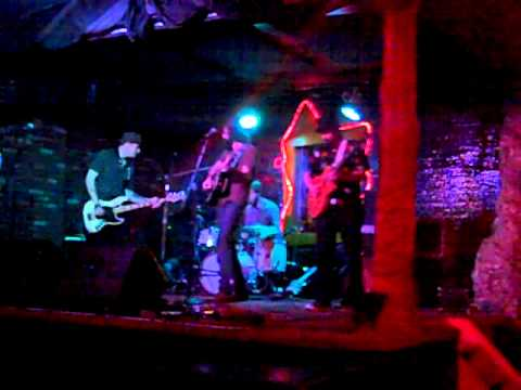 The Missing Pieces - From A Suburb To A City - Live at Bottom of the Hill