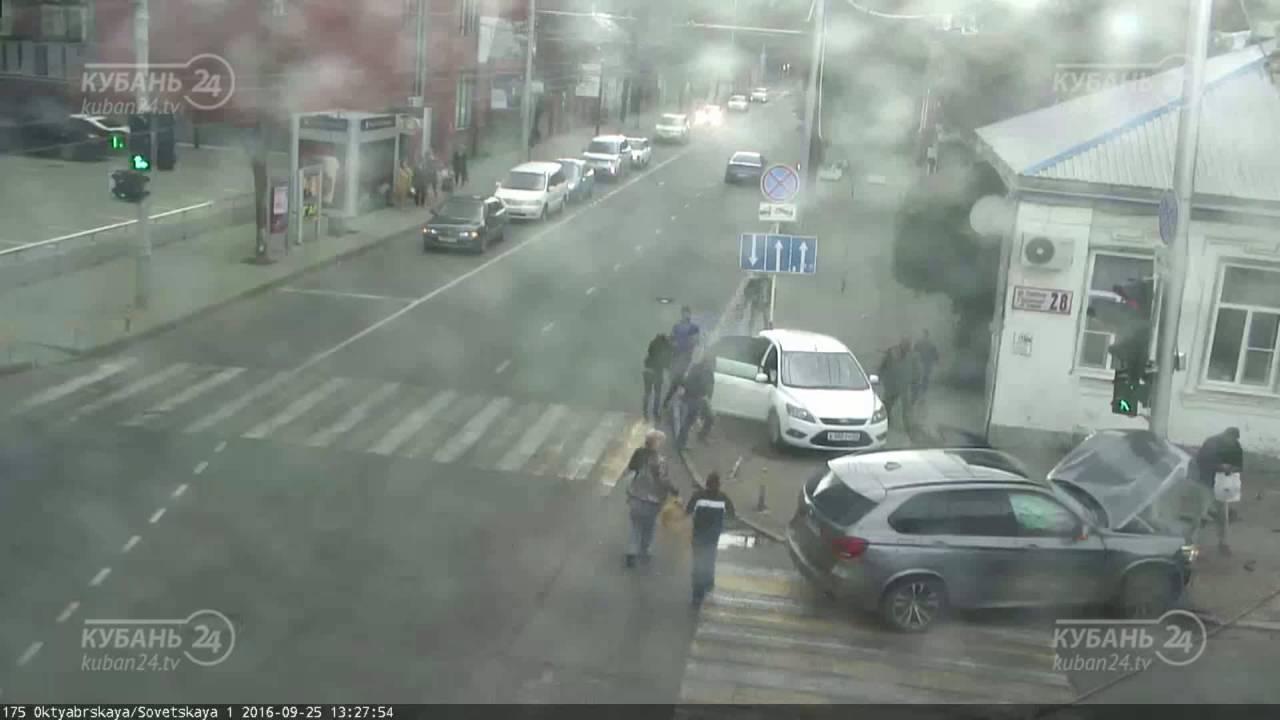 Водитель BMW X5 снес пешехода в Краснодаре