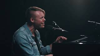 Gambar cover Corey Voss - God Who Moves The Mountains (YouTube Nashville Sessions)