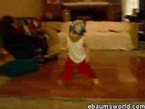 Dzieciak wywija breakdance