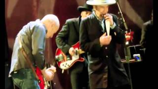 Bob Dylan & Mark Knopfler - Beyond Here Lies Nothin (Live)  - nov 03, 2012 Omaha