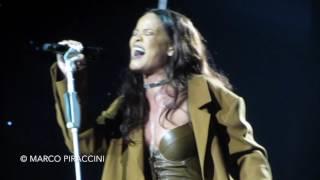 RIHANNA Love On The Brain Live In Torino  Anti World Tour