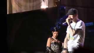 "Rihanna, Eminem & Rihanna @ Lollapalooza 2014- ""Stan"" (720p HD) 8-1-2014"