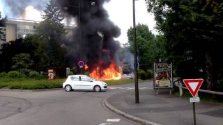 preview picture of video 'Camion en feu au Chesnay / Truck on fire in Le Chesnay'