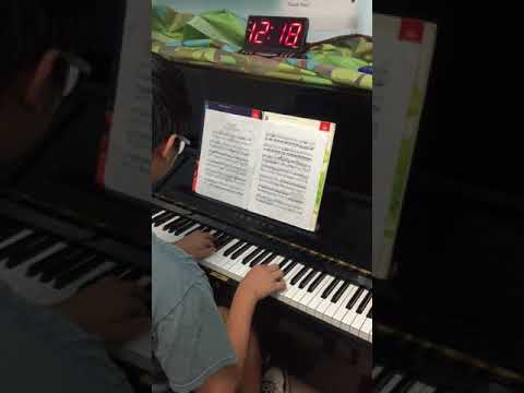 Austin has been taking lessons for years. He is now preparing 8th grade ABRSM music exam. He loves Mozart Sonata. Let's enjoy his playing !