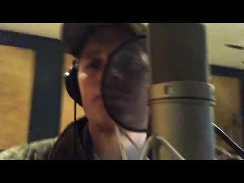 """Upchurch """"She thinks my tractors sexy"""" (KENNY CHESNEY COVER) in studio"""