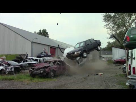 看過這個Volvo 850車款連續撞爆50幾台車的影片後