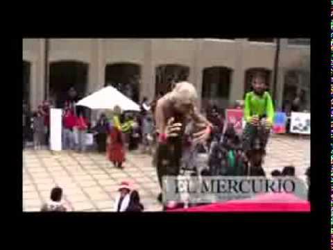 Marionetas, música y disfraces en la USM, musica: Alex Bufon