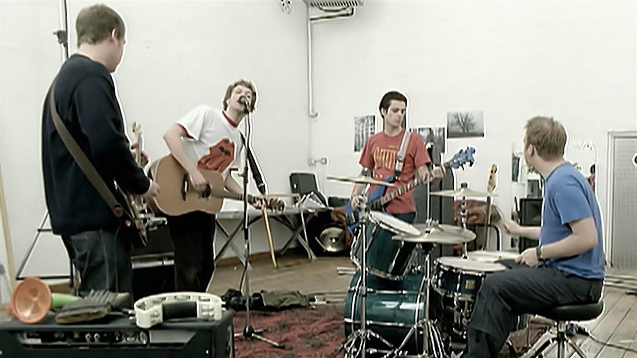 dan kasetnya di Toko Terdekat Maupun di  iTunes atau Amazon secara legal download lagu mp3 Free Download Mp3 Coldplay A Rush Of Blood To The Head