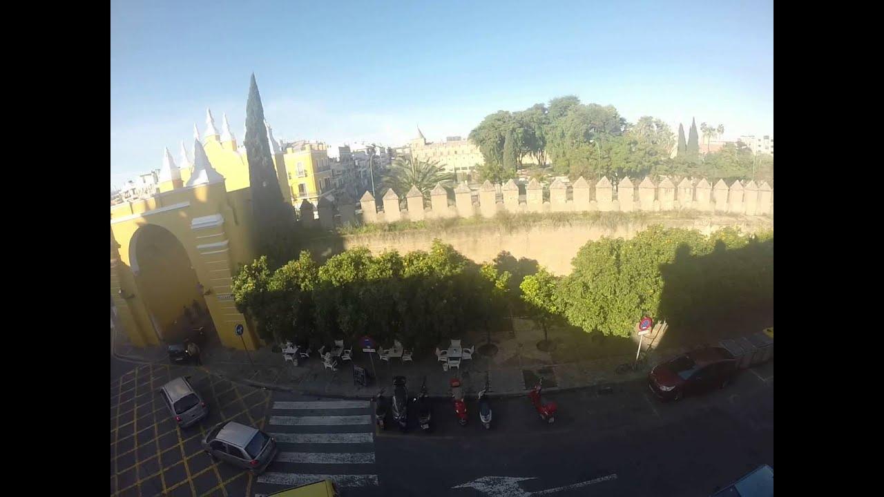Piso renovado de 2 habitaciones con fantásticas vistas en el histórico barrio de La Macarena