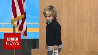 US governor's sleepy son invades stage - BBC News