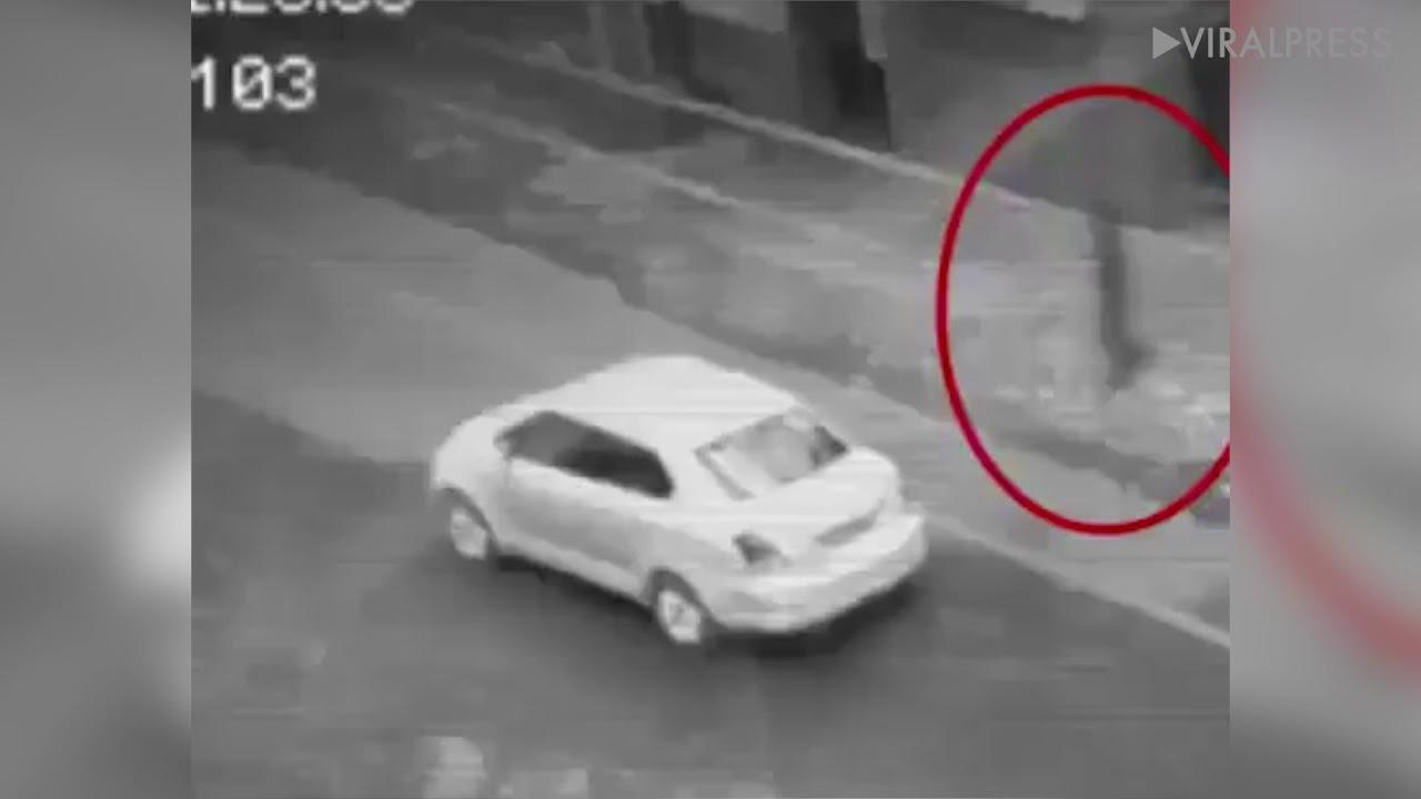 Призрака переходящего дорогу сняла камера наблюдения