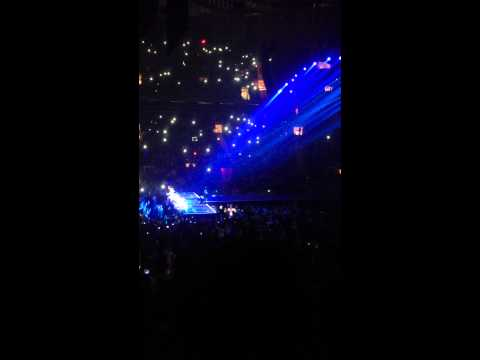 One Direction Little Things feat. Ed Sheeran MSG 12/3/12 (видео)