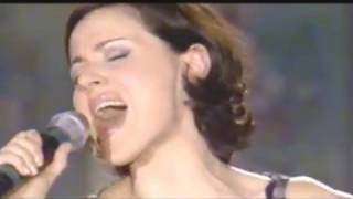 "Tina Arena performs ""Les Trois Cloches"" on French TV"