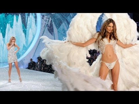Adam Levine Blows Kisses To Behati Prinsloo At The Victoria's Secret Fashion Show | POPSUGAR News Mp3