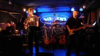Video Too Old to Rock 'n' Roll: Too Young to Die!, Bratranci Veverkové