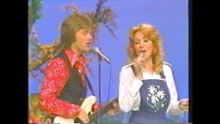 "Dottie West and Steve Wariner - ""Rings of Gold"" and ""Sweet Memories"""