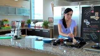 Tu cocina - Queso panela sobre quelites y salsa de pepita