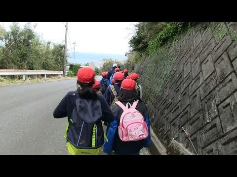種子島の学校活動:油久小学校お別れ遠足楽しい昼食タイム!