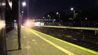 preview picture of video 'Cruce de trenes 3335 y 3340 (ambos rápidos) por El Palomar 25-7-2013'
