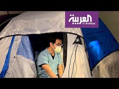 العرب اليوم - شاهد: طبيب ينام في خيمة حفاظًا على سلامة أسرته من