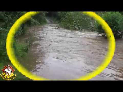 Rio Juquiá transborda e invade a Estrada dos Carmos