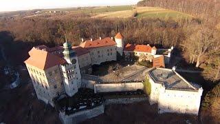 preview picture of video 'Pieskowa Skała Castle / Zamek w Pieskowej Skale, Sułoszowa, Poland / Polska'