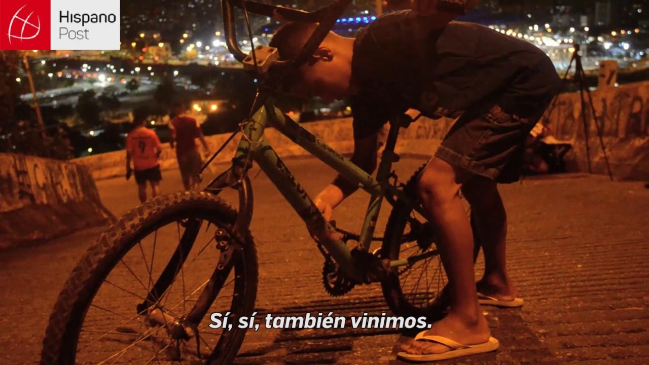 La majestuosidad del Estadio de Maracaná visto desde favelas en Río de Janeiro