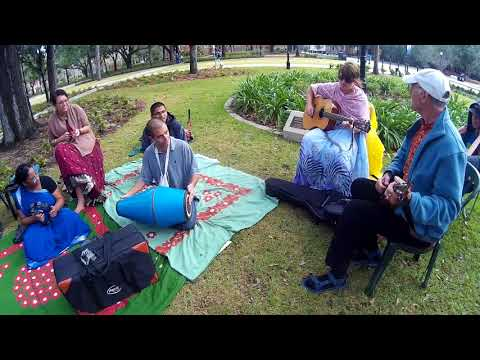 Len Cohen Plays Ukulele and Chants Hare Krishna at Krishna Lunch
