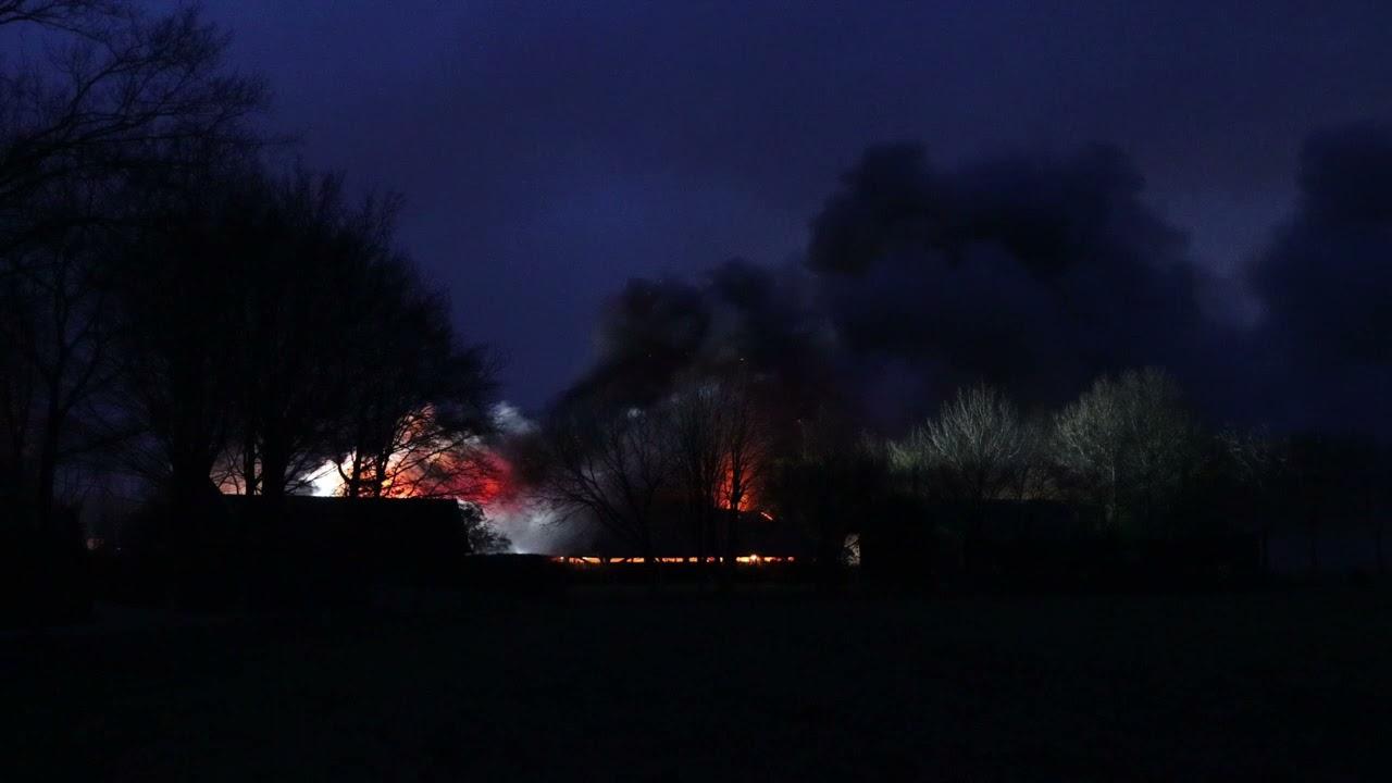 20210405 Grote brand verwoest schuur in Achterveld