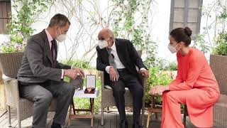 """SS.MM. los Reyes entregan el Premio de Literatura en Lengua Castellana """"Miguel de Cervantes"""" 2020 a Francisco Brines"""