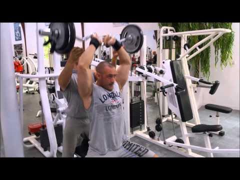 Lensemble des exercices pour les muscles et la presse