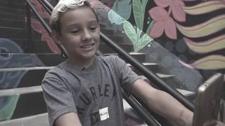 Pedido de garoto de 10 anos é atendido e escadaria em morro ganha reforma e cores