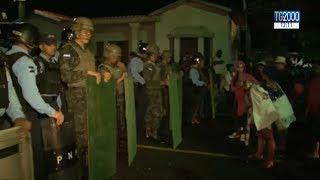 Carovana migranti: al confine truppe Usa e polizia del Messico