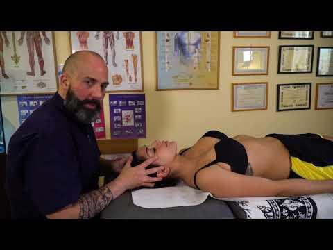 Il mal di schiena e duro allo stomaco