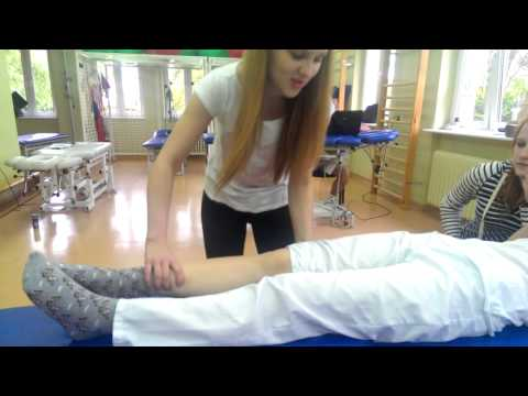 Die Bandage auf den Kern des Daumens des Beines