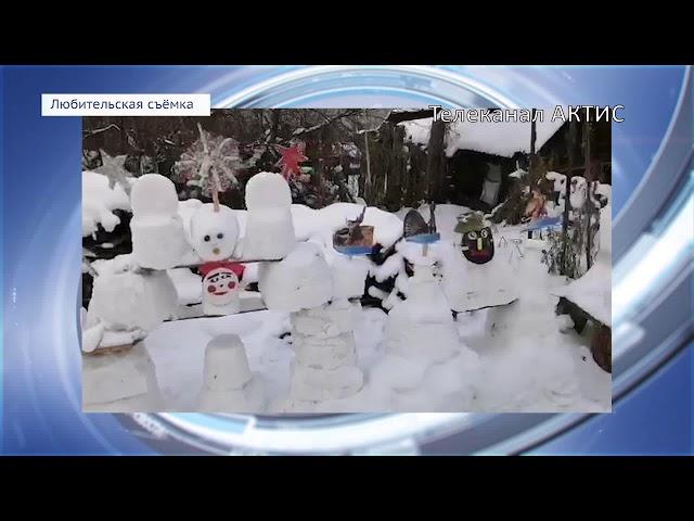 90-летняя бабушка строит снежный городок