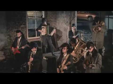 02 - Säkkijärven Polkka - Leningrad Cowboys Go America [***VIDEO CUTE***]