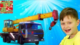 Строительные Машинки - Обзор Автокрана с Игорьком - поднимаем и опускаем стрелу Видео для детей
